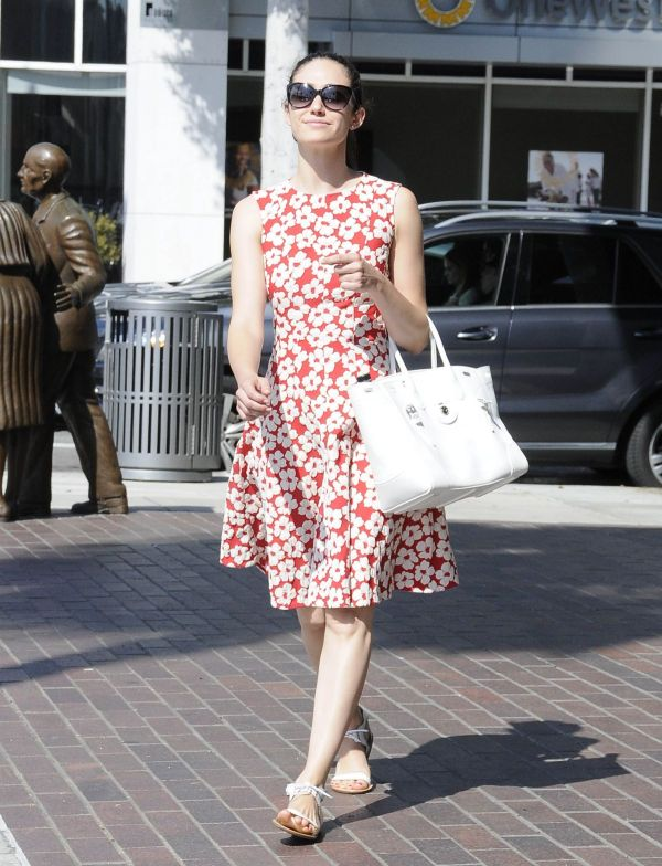 emmy-rossumout-and-about-in-beverly-hills-07-20-2015_2