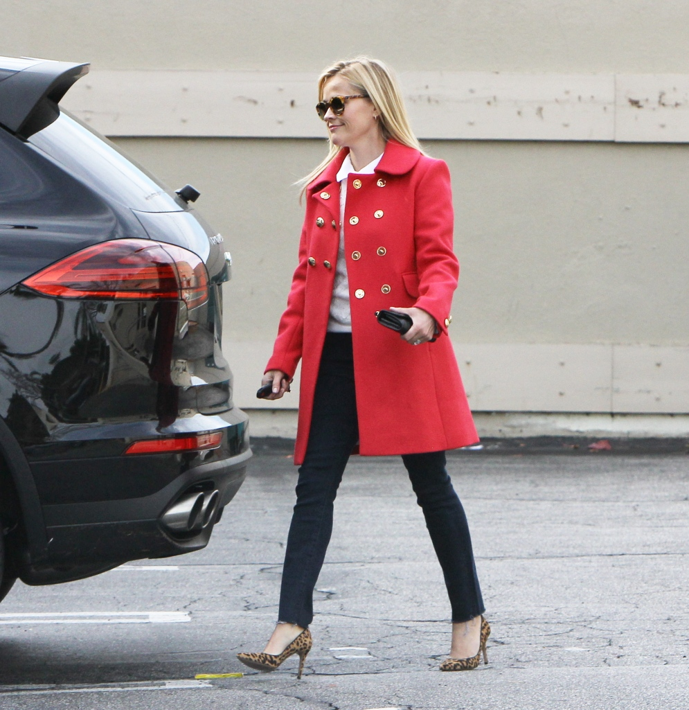 PREMIUM EXCLUSIVE Reese Witherspoon keeping warm in red
