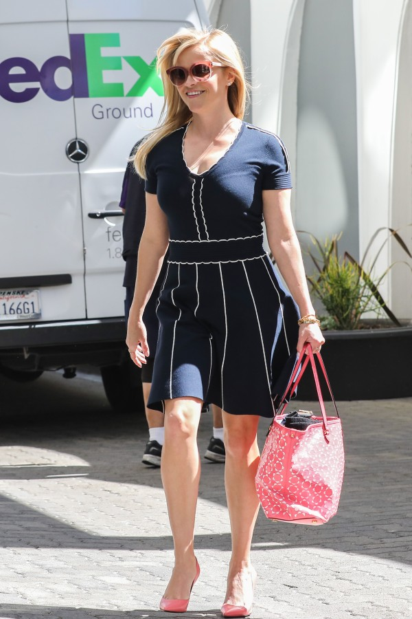 Reese Witherspoon pairs pink with navy blue at the office